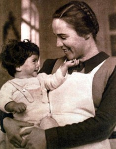 Imagen captada en la Maternidad de Elna y difundida en la exposición 'La Maternitat d'Elna, bressol de l'exili' elperiodico.com